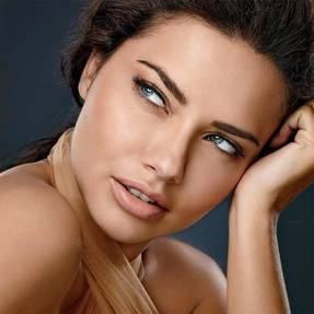 foundation-dream-velvet-adriana-lima-beautyimage-1x1